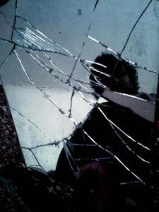 Sfortuna corvo rosso - Superstizione specchio rotto ...
